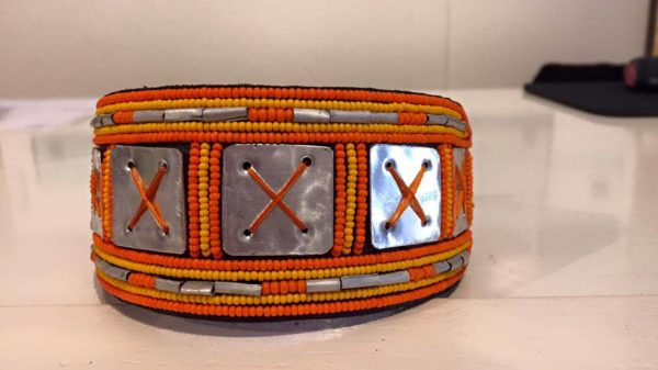 Perlenhalsband-Hundehalsband-Massai-Hund-orange-Glasperlen