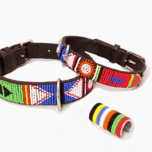 Perlenhalsband-Burleske-schwarz-Hundehalsband-Glasperlen-Massai-Hund-rot-blau-grün-weiss-gelb-orange