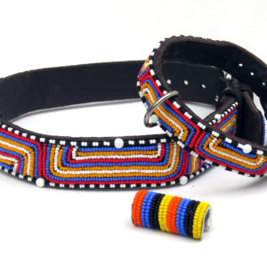 Perlenhalsband-Burleske-schwarz-Hundehalsband-Glasperlen-Massai-Hund-blau-weiss-orange-rot-schwarz
