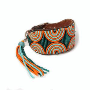 Perlenhalsband-Hundehalsband-Massai-Hund-grün-orange-Glasperlen