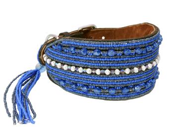 Perlenhalsband-Hundehalsband-Massai-blau-Hund