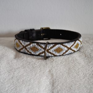 Perlenhalsband-Hundehalsband-Masai-Afrika-Kenya-Simo Milano-gold-weiss-elfenbein-Sara