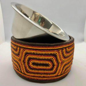 Pfoetli Shop-Afrika-Kenya-Masai-Napf-Fressnapf-Hund-Katze-Handarbeit-Perlen-Leder-orange-schwarz-rot-1