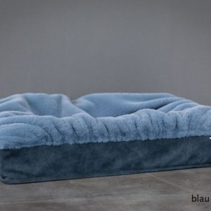 Pfoetli-Shop-BUDDELBOX-Hundebett_Dogspring-eckiges Hundebett-fake fur-Hundetraeume-qualität-Maul Ledermanufaktur-blau