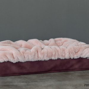 Pfoetli-Shop-BUDDELBOX-Hundebett_Dogspring-eckiges Hundebett-fake fur-Hundetraeume-qualität-Maul Ledermanufaktur-rosa