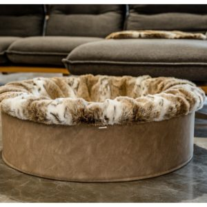 Pfoetli-Shop-BUDDELNEST-Hundebett_Dogspring-eckiges Hundebett-fake fur-Hundetraeume-qualität-Maul Ledermanufaktur-Luchs