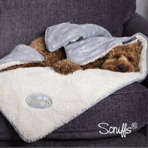 Scruffs-Snuggle Blanket-Hund-Winter Wonderland-weich-kuschelig-warm-beidseitig verwendbar-Hundedecke-rot-grau